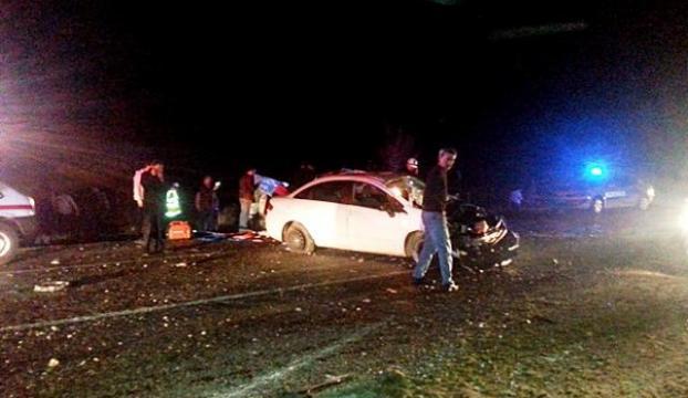 Karşı yönde otomobille çarpıştı: 2 ölü, 2 yaralı