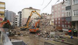 Kartal'da riskli binaların yıkımı