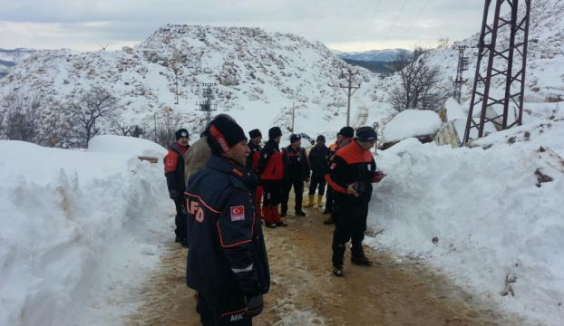 Kayıp bekçinin cesedi kar altında bulundu