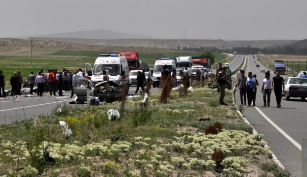 Kayseride iki otomobil çarpıştı: 3 ölü, 1 yaralı