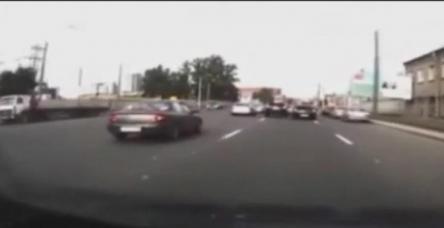 testYol vermeyen sürücüye böyle vurdu
