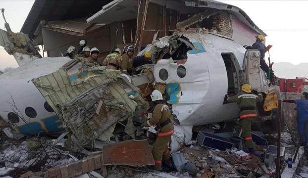 Kazakistanda yolcu uçağı düştü: 15 ölü, 66 yaralı
