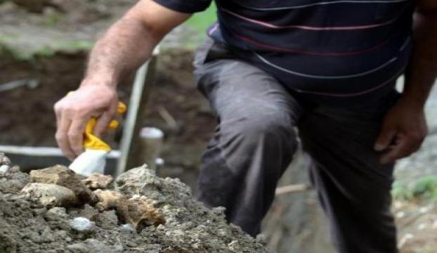 Parkta insan kemikleri bulundu