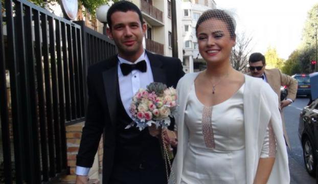 Ünlü şarkıcı Pariste evlendi