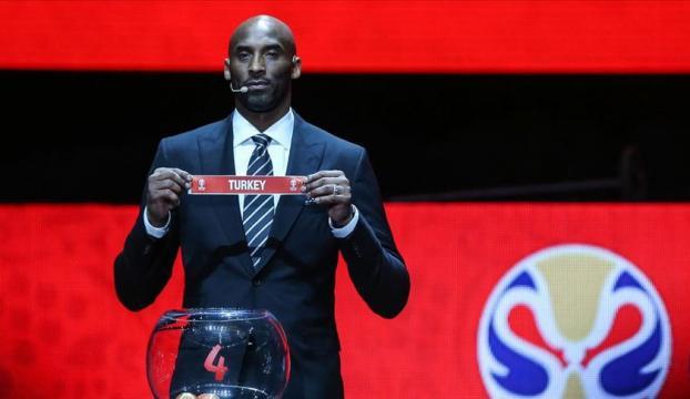 ABDli ünlü basketbolcu Kobe Bryant helikopter kazasında hayatını kaybetti