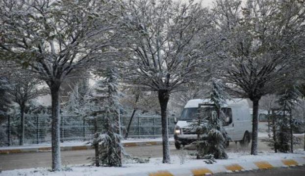 Kırklarelinin yüksek kesimlerinde kar yağışı etkili oluyor