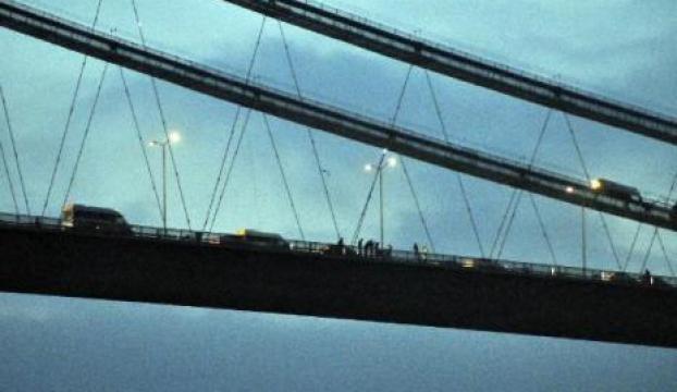 Köprüdeki intihar girişimi D-100deki trafiği yoğunlaştırdı