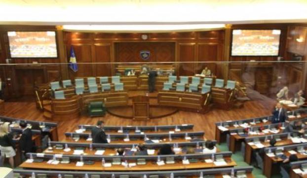 Kosova Meclisinde ilk oturum gergin geçti