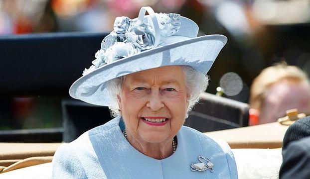 Kraliçe İngiliz parlamentosunun tatil talebini onayladı