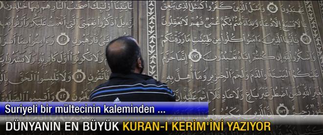 Dünyanın en büyük Kuran-ı Kerim'ini yazıyor