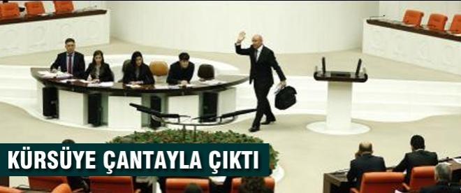 CHP'li Tanal kürsüye çanta ile çıktı