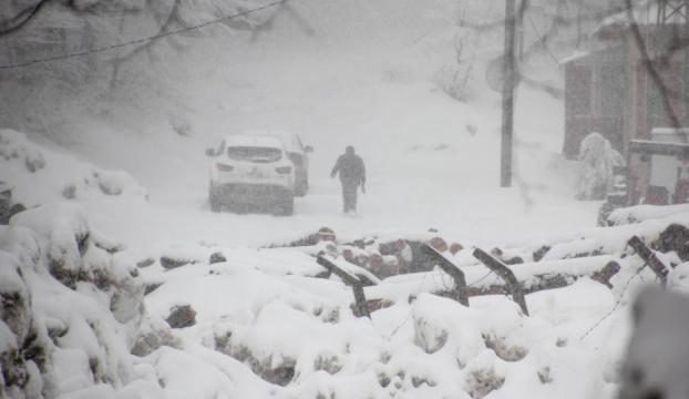 Kütahyada kar yağışı ve sis etkili oluyor