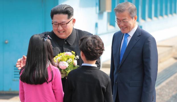 Kuzey ve Güney Kore liderleri barış için birlikte ağaç dikti