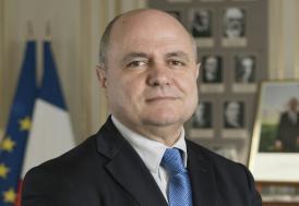 14 ve 16 yaşında iki kızını danışman yapan Fransız bakan istifa etti!