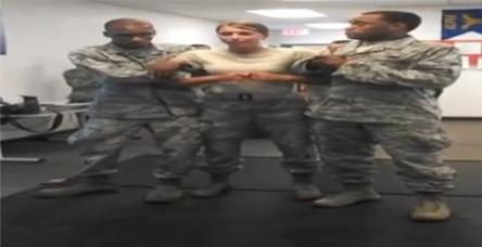 Elektro şoku yiyen kadın asker kendini kaybetti.