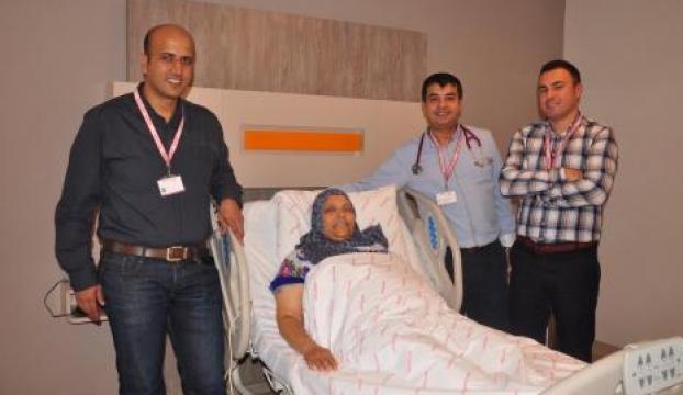 Libyada kangrenden dolayı kesilecek olan bacağı Türkiyede kurtardılar