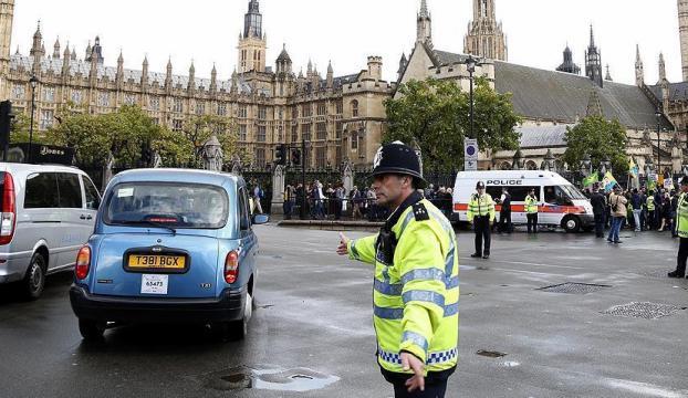 İngilterede polisin öldürdüğü kişi Müslüman çıktı