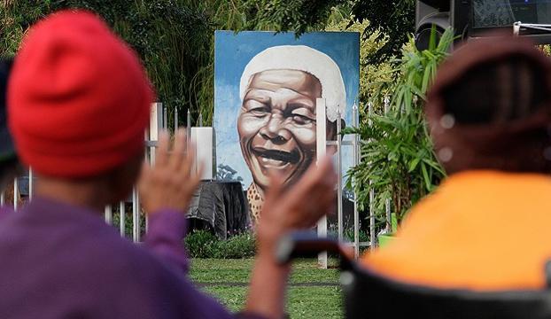 Mandela ölümünün 1. yılında anılıyor