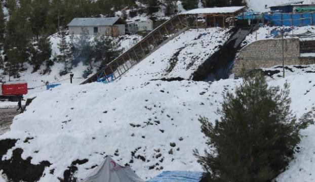 Madendeki 8 kişiye ulaşılamadı
