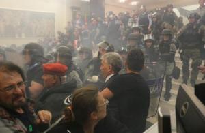 Makedonya Meclisi karıştı, 1 milletvekili ağır 9 yaralı!