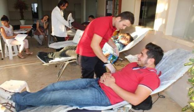 Kızılaya bir oturumda 40 ünite kan bağışı