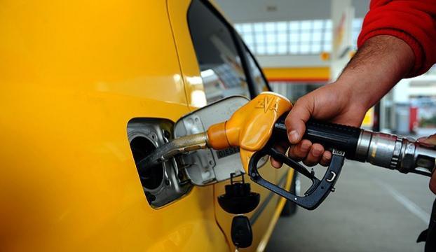 Benzinde indirim petroldeki düşüşün yarısından az