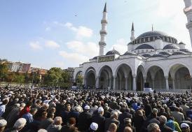 Ulus'ta Melike Hatun Camisi açıldı
