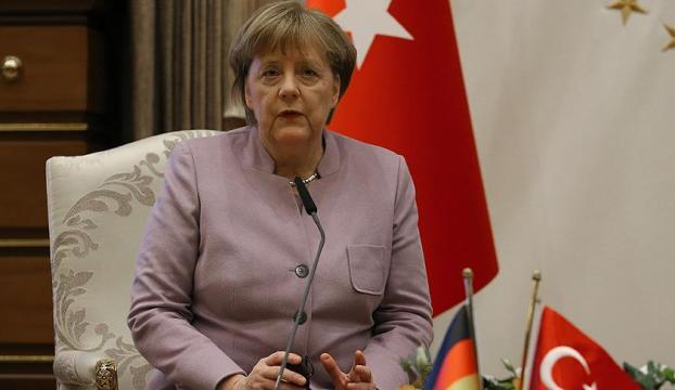 Merkelden FETÖ mensuplarının iadesiyle ilgili kritik açıklama