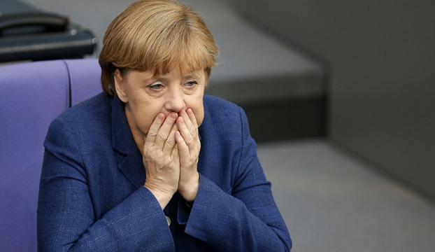 Almanların yüzde 47si Merkelin görevi bırakmasını istiyor