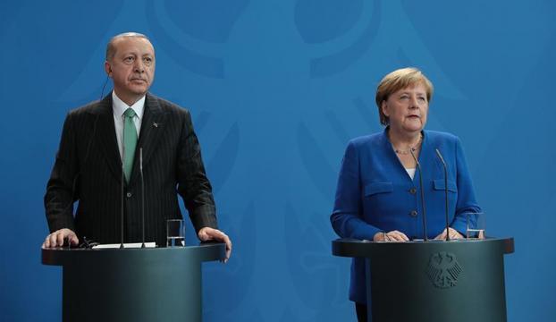 Cumhurbaşkanı Erdoğan: Bu kişi (Can Dündar) ajandır, devletin sırlarını ifşa etmiştir