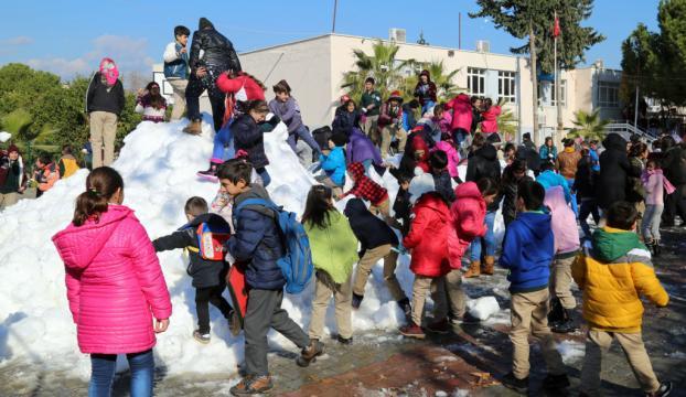 """Mersinde okullara """"kar"""" taşınıyor"""