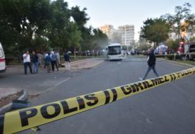 Mersin'de polis servis aracının geçişi sırasında patlama