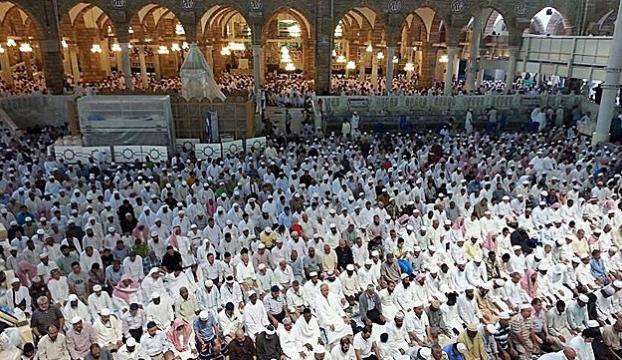 Mescid-i Aksada 250 bin kişilik cuma namazı