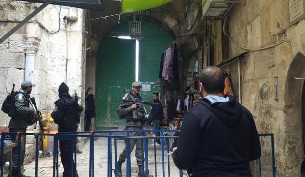 İsrail polisi Mescid-i Aksa'yı yeniden açtı