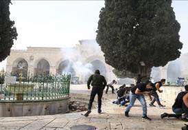 İsrail polisinin Mescid-i Aksa'ya müdahalesinde yaralananların sayısının 215'e çıktı