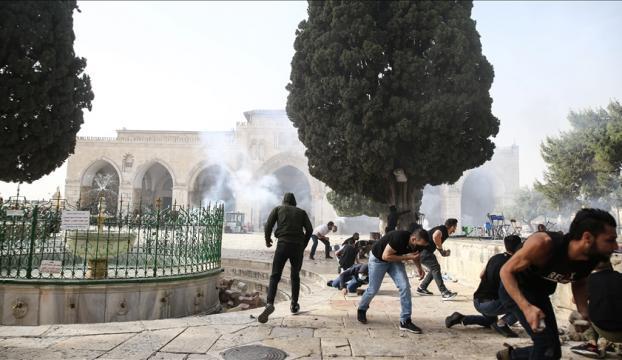 İsrail polisinin Mescid-i Aksa'daki Filistinlilere müdahalesinde yaralı sayısı 305'e yükseldi