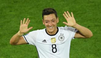 Dünyaca ünlü Alman F1 pilotundan Mesut Özil'e destek