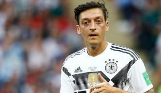 Mesut Özil'in kararı İngiliz basınında geniş yer buldu