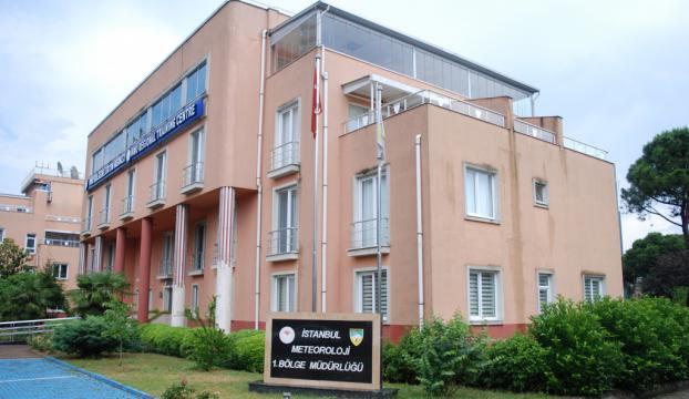 İstanbul Meteoroloji 1. Bölge Müdürlüğü misafirhanesinin çatısına yıldırım düştü