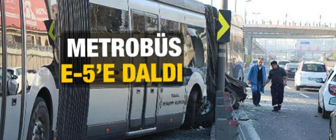 Metrobüs kaza yaptı