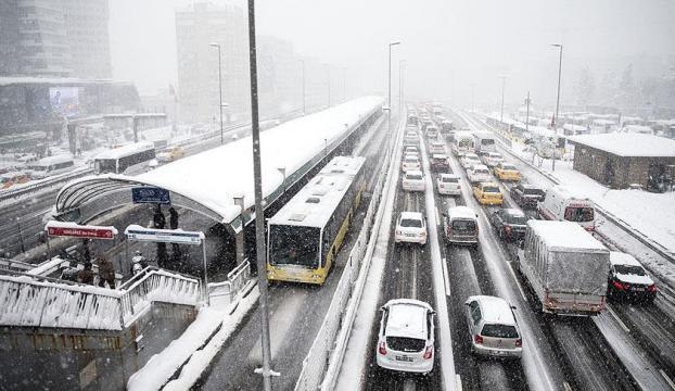 İstanbulda metro ve metrobüs sabaha kadar çalışacak