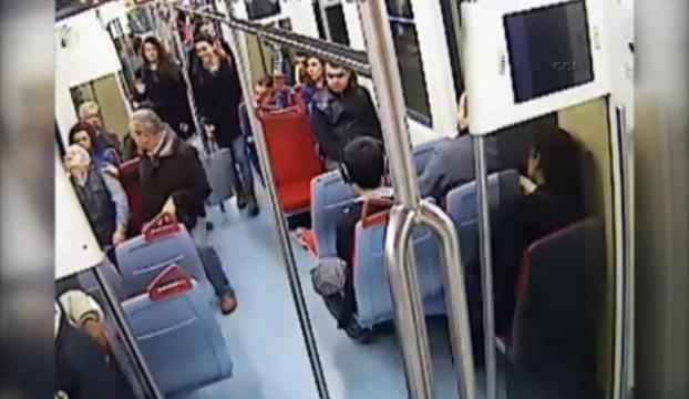 Metroda kalp krizi geçirdi İşte o anlar