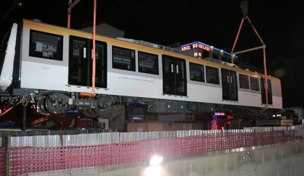 İstanbulun yeni metrosunun vagonları raylara indirildi