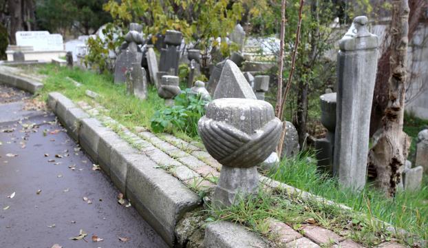 Tarihi Eyüpsultan Mezarlığı definecilerin hedefinde