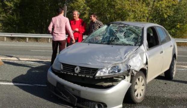 Mıcıra kapılan araba takla attı