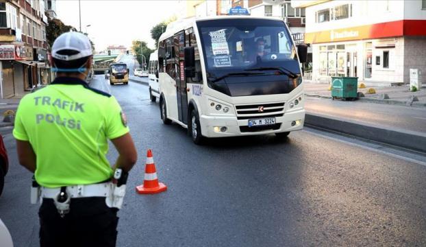 İstanbulda Kovid-19 tedbirleri kapsamında minibüsler denetlendi