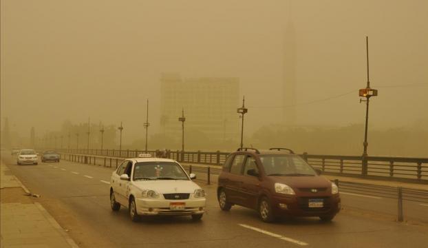 Mısırda kum fırtınası hayatı olumsuz etkiliyor