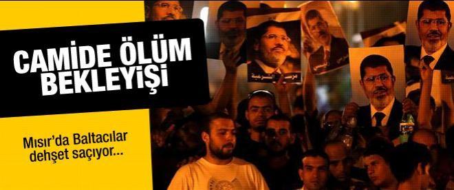 Mursi yanlılarının camide ölüm bekleyişi