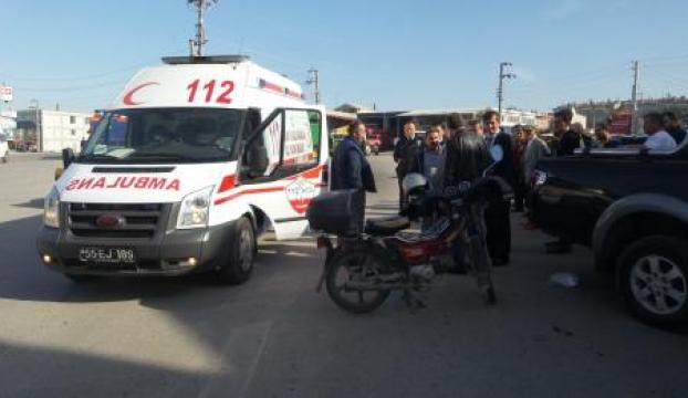 Motosiklet, kamyonete çarptı