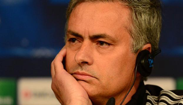 Drogba Mourinhonun yardımcısı oluyor